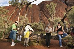 Full Uluru Base Walk at Sunrise Including breakfast